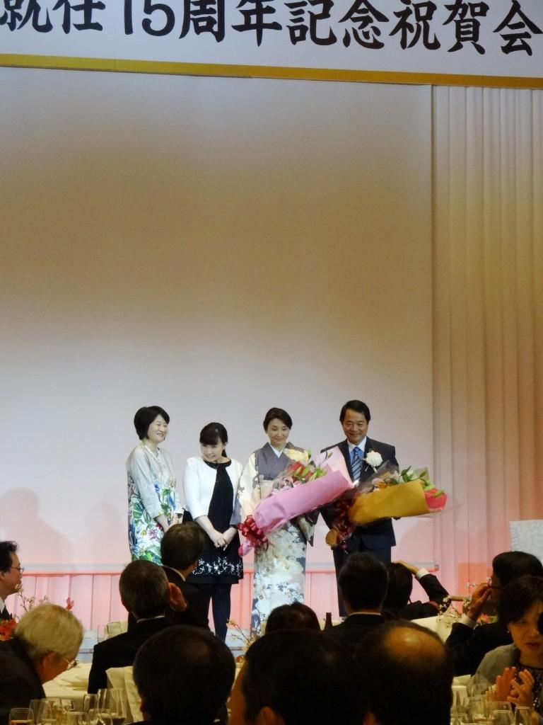 谷本光音教授就任15周年記念祝賀会(花束贈呈2)